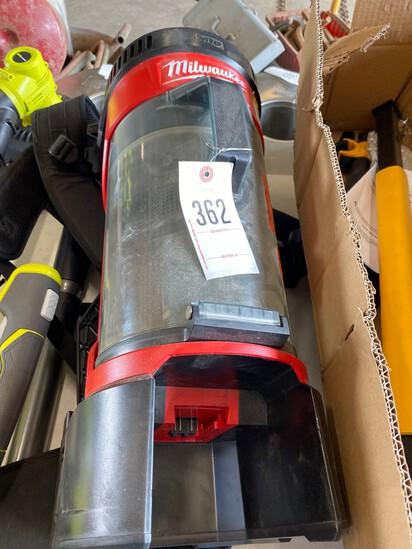 Milwaukee 18V Back Pack Vacuum B