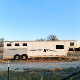 2002 TX 310 MT Exiss 3-Horse Slant Trailer.