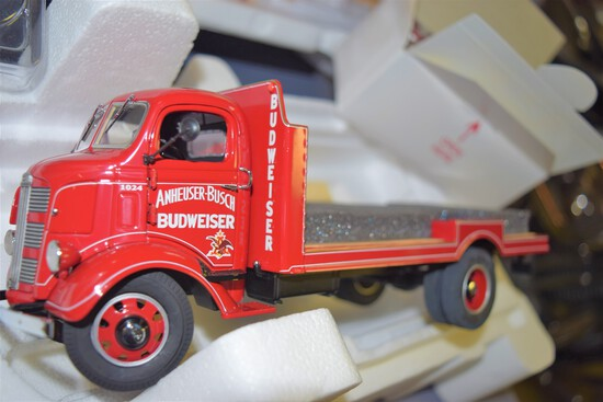 Danbury Mint 1/24 scale 1938 Budweiser Delivery Truck w/ title