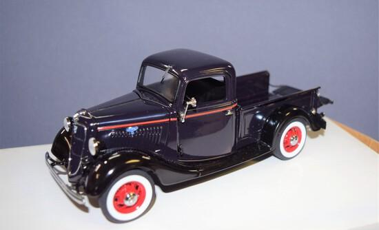 Danbury Mint 1935 Ford Pickup Model 50-830 half ton
