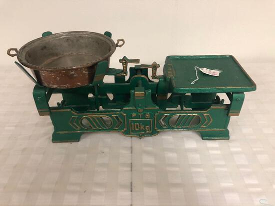 Vintage green scales