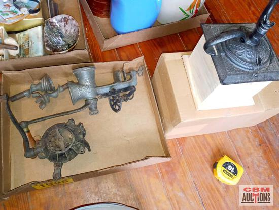Meat grinder and 2 coffee grinders