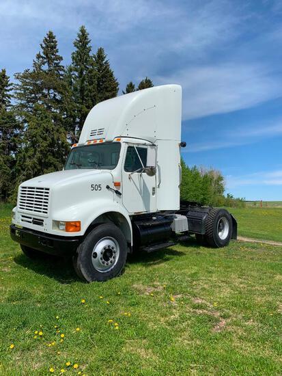 2000 International 8100 S/A Truck Tractor