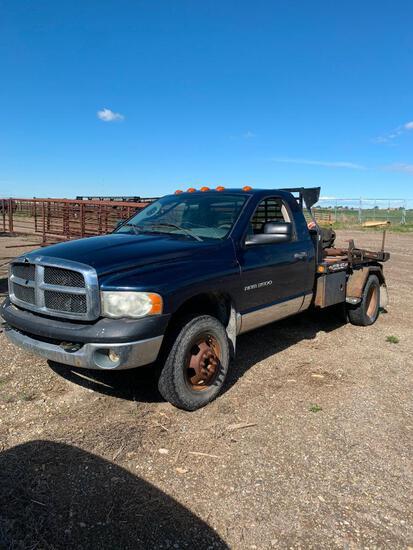 2003 Dodge Ram 3500 4x4 bale truck