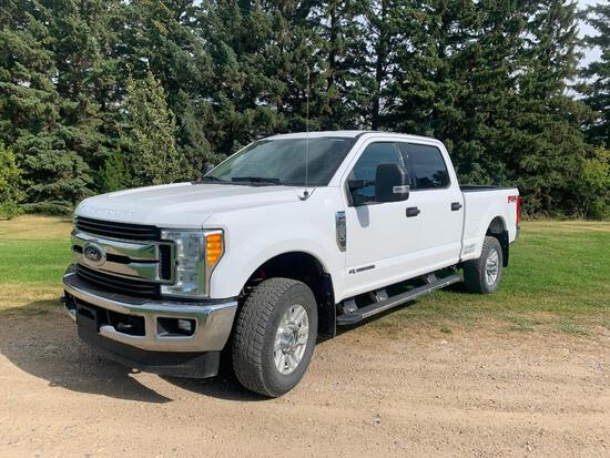 2017 Ford F-350 XLT Crew 4x4 Pick-up Truck
