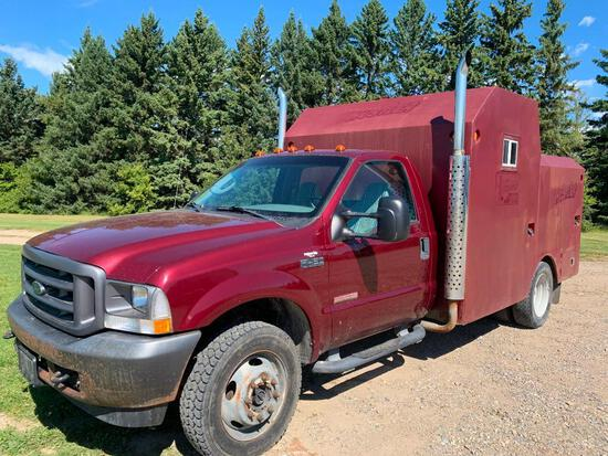 2004 Ford F-450 XL 4x4 Dually Truck