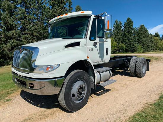 2007 International 4400 SBA S/A Cab and Chassis