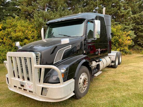 2015 Volvo D16 600HP T/A Truck Tractor