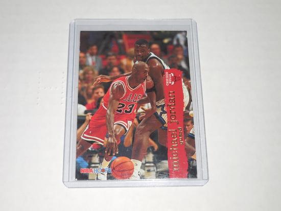 1995-96 SKYBOX NBA HOOPS BASKETBALL #21 - MICHAEL JORDAN CHICAGO BULLS CARD