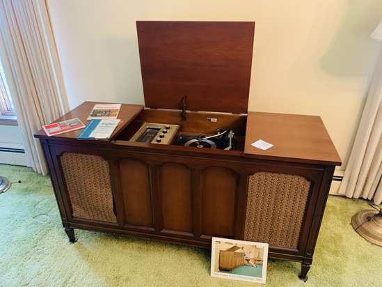 Beautiful 1966 Fisher Stereophonic Phonograph Mid Century Floor Model