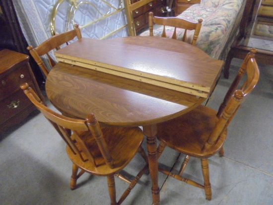 Round Dining Table and 4 Chairs w/ 2 Leaves