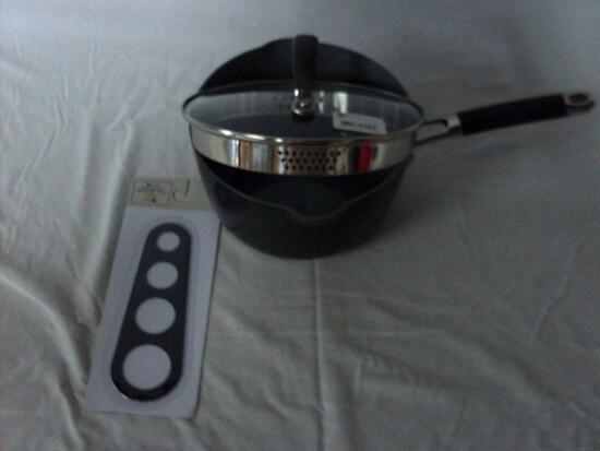 3 Quart saucepan w/strainer lid