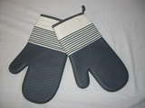 Pair of oven mits