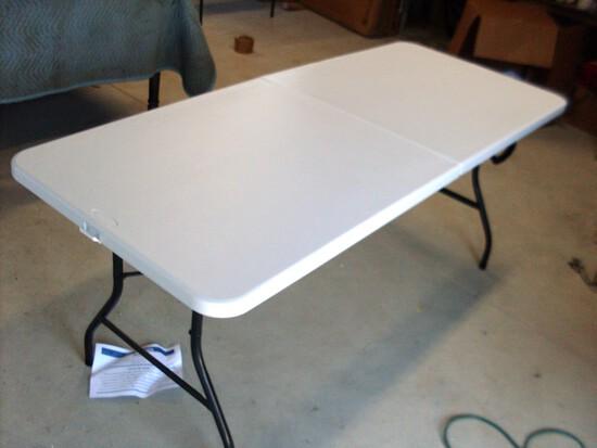 Cosco 6' folding Resin Table
