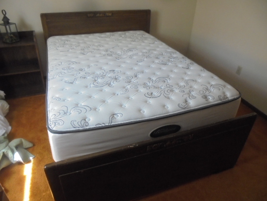 Full Size Bed Complete w/Like New Simmons BeautyRest All White No-Flip Mattress Set