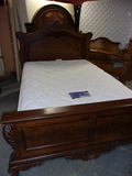Gorgeous Like New Solid Wood Queen Size Bed Complete w/ All White Serta Perfect Sleeper Mattress Set