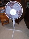 Comfort Zone 3 Speed Oscilating Floor Fan