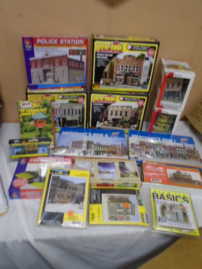 Large Group of HO Scale Model Train Village Pieces and Accesories