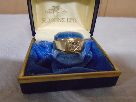 10kt Gold Ring- Size 9 3/4-4.2gm-Small Diamond