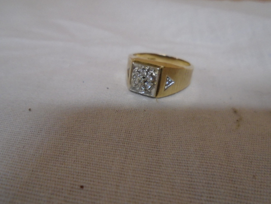 Mans 14kt Gold Size 10 Ring- 5.3gm- Diamonds