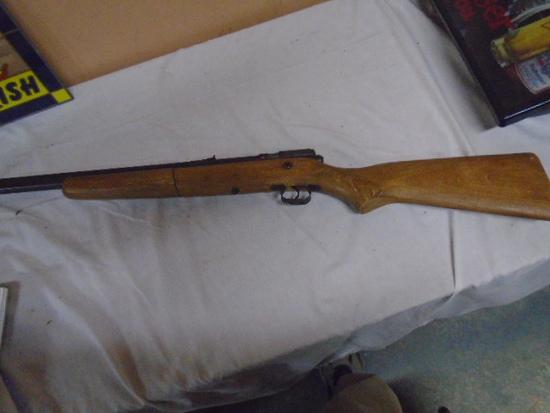 "Crossman ""140"" Pump BB Rifle"