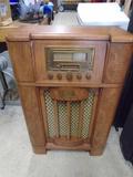 Thomas Wood  Case Floor Model AM/FM Radio