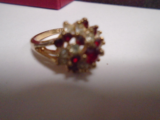 Beautiful Ladies 18k HE Ring w/ Stones