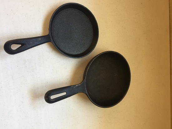 SMALL CAST FRYING PANS
