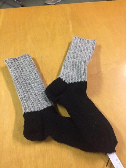 BLACK & GREY HOMEMADE WOOL SOCKS SIZE 8