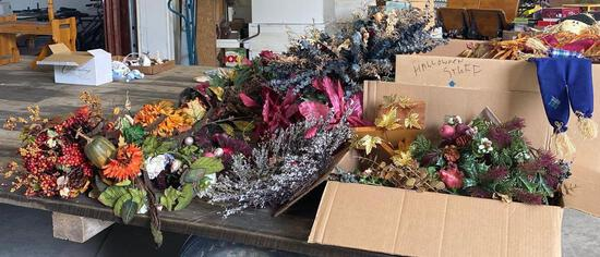 Lot of artificial flowers/wreaths