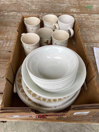 Corelle dish set w/ mugs