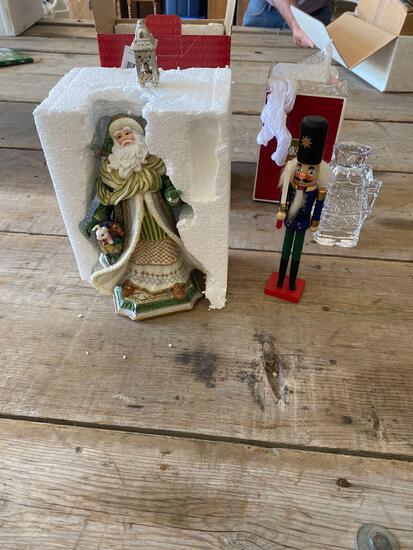 Fritz & Floyd Santa - plays music, Mikasa nutcracker, nutcracker