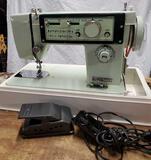 Dressmaker De Luxe Zig Zag S-8000 sewing machine