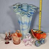 8 Pieces Vintage and Decorative Art Glass