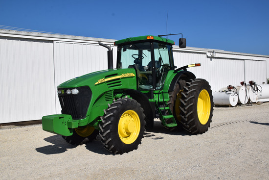 JD 7820 MFWD Tractor