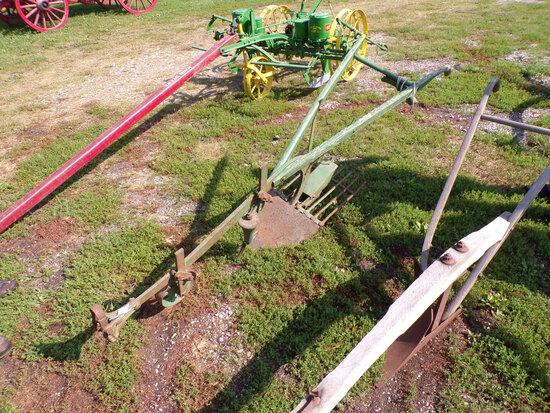 JD Potato Plow