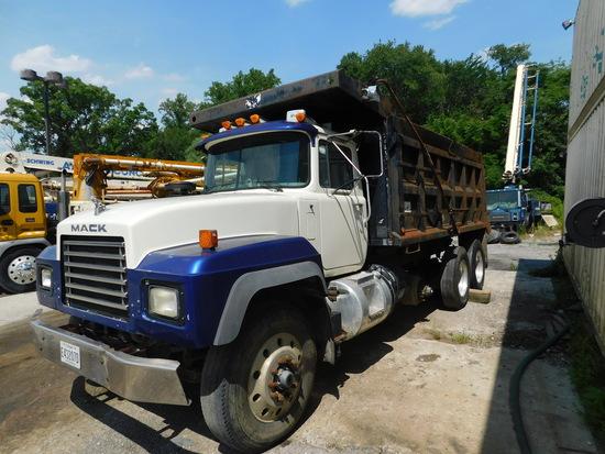 2001 Mack Dump Truck