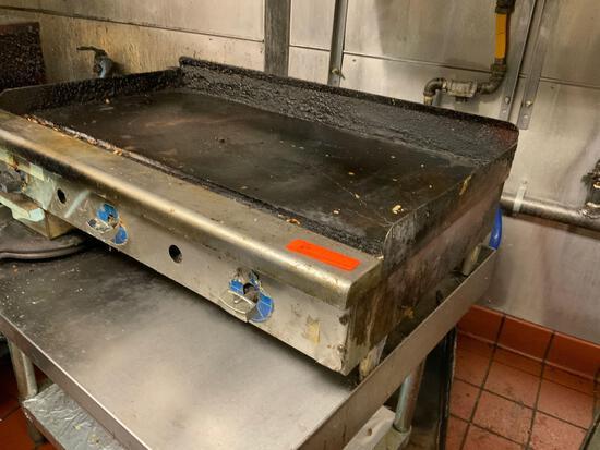 Flat top griddle - Regency Model #600ES3036G - Table included