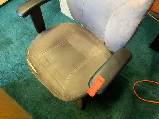 """Office Chair Pickup will be on Monday 3/29 from 1-6 pm at 1324 S. 119th Street. All items sold """"as"""