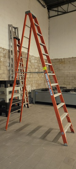 Louisville 12' Fiberglass ladder
