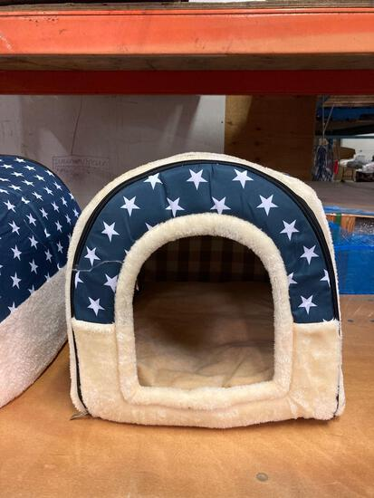 Travel kennel/dog house with bed