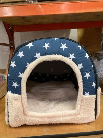 Travel kennel/ dog house with bed