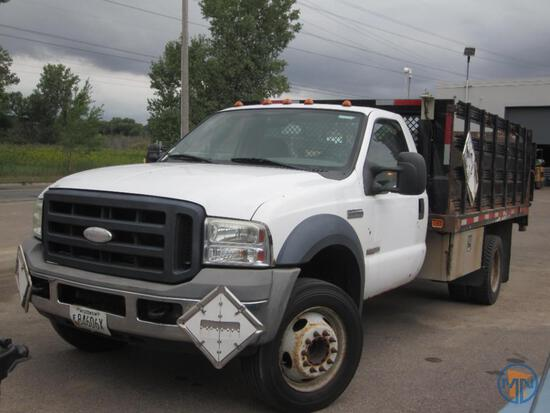 2006 Ford F-550 XL Super Duty Truck with Tommy Lift Gate