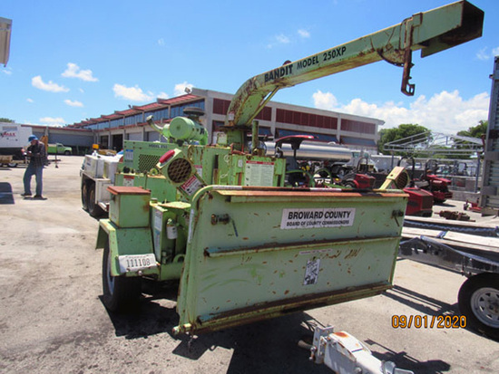 2000 Bandit Model 250XP Trailer-Mounted Tree Chipper
