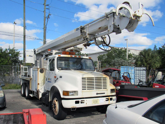 2002 International 4900 Series Cab & Chassis
