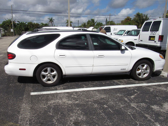 2003 Ford Taurus SE Station Wagon