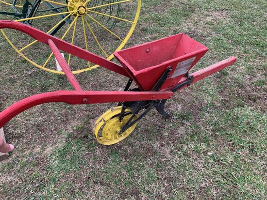 AVERY KNOCKOUT ANTIQUE HORSE DRAWN SEEDER