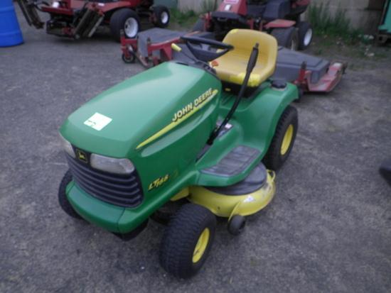 JOHN DEERE LT166 42'' Hydrostatic Lawn Tractor