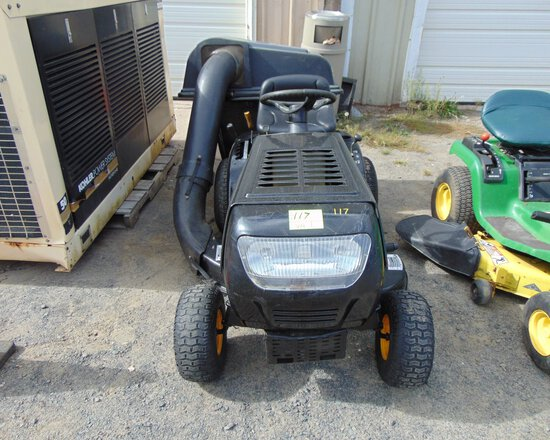 YARD MACHINE 38'' Lawn Mower, 6spd w/Bagger