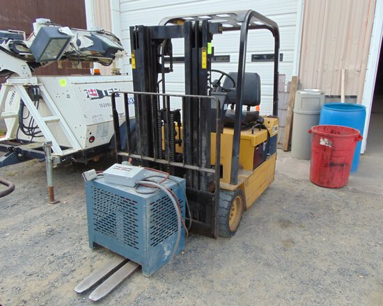 CAT F25 Forklift w/Charger, s/n:5DB2103